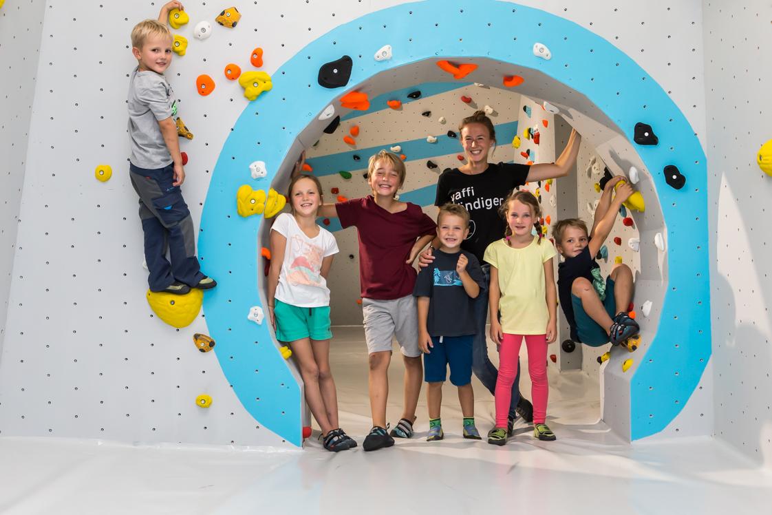 Kinder_Mädels_Kinderwelt_Parcoursbereich_Mäusefalle_Kurs_Gruppe