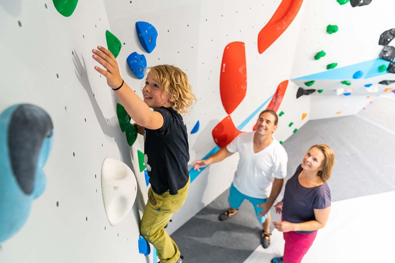 Bouldern und Klettern für die ganze Familie in der Kinderwelt der Boulderwelt München Ost